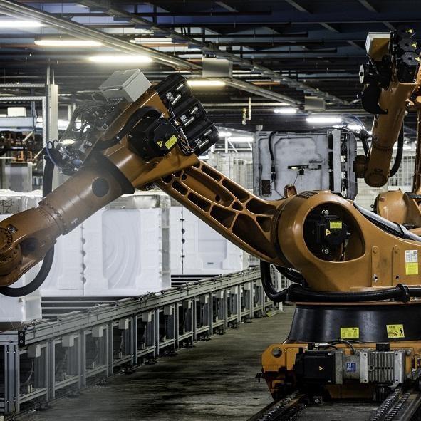 Jakie zadania mają roboty przemysłowe?