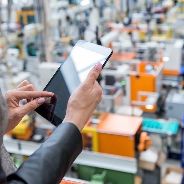 Czym jest integrator systemów automatyki przemysłowej?